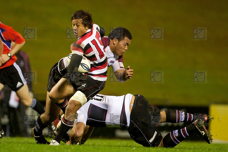 Tim Nanai Williams steps through the North Harbour tacklers. Counties Manukau Steelers pre season ITM Cup game against North Harbour played at Bayer Growers Stadium Pukekohe on Wednesday July 21st 2010..North Harbour won 22 - 21.