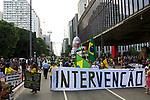 Manifestaçao pela intervençao militar e prisao do Lula, Avenida Paulista, Sao Paulo. 2018. © Juca Martins.