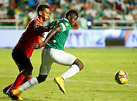 CALI -COLOMBIA-05-10-2014. Carlos Rivas (Der) del Deportivo Cali disputa el balón con Alonso Acosta (Izq) de Uniautónoma durante partido por la fecha 13 de la Liga Postobón II 2014 jugado en el estadio Pascual Guerrero de la ciudad de Cali./ Deportivo Cali player Carlos Rivas (R) fights for the ball with Uniautonoma player Alonso Acosta (L) during match for the 13th date of Postobon League II 2014 played at Pascual Guerrero stadium in  Cali city.Photo: VizzorImage/ Juan C. Quintero /STR