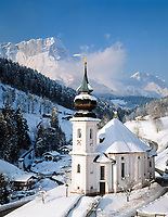 DEU, Deutschland, Bayern, Oberbayern, Berchtesgadener Land, Maria Gern Wallfahrtskirche bei Berchtesgaden vorm Untersberg | DEU, Germany, Bavaria, Upper Bavaria, Berchtesgadener Land, Maria Gern pilgrimage church near Berchtesgaden and Untersberg mountain
