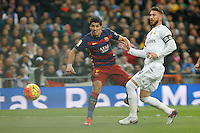 Real Madrid´s Sergio Ramos (R) and Barcelona´s Luis Suarez during 2015-16 La Liga match between Real Madrid and Barcelona at Santiago Bernabeu stadium in Madrid, Spain. November 21, 2015. (ALTERPHOTOS/Victor Blanco) /NortePhoto