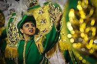 SAO PAULO, SP, 11  FEVEREIRO 2013 - CARNAVAL SP -MORRO CASA VERDE  - Integrantes da escola de samba Morro Casa Verde durante desfile do grupo de acesso no Sambódromo do Anhembi na região norte da capital paulista, na madrugada desta segunda (11).