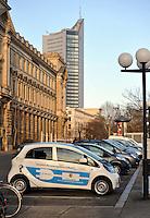 Elektrofahrzeug / E-Autos / Elektroauto der Stadtverwaltung parkt an der Stromtankstelle vor dem Neuen Rathaus . Foto: aif / Norman Rembarz<br /> <br /> Jegliche kommerzielle wie redaktionelle Nutzung ist honorar- und mehrwertsteuerpflichtig! Persönlichkeitsrechte sind zu wahren. Es wird keine Haftung übernommen bei Verletzung von Rechten Dritter. Autoren-Nennung gem. §13 UrhGes. wird verlangt. Weitergabe an Dritte nur nach  vorheriger Absprache. Online-Nutzung ist separat kostenpflichtig.