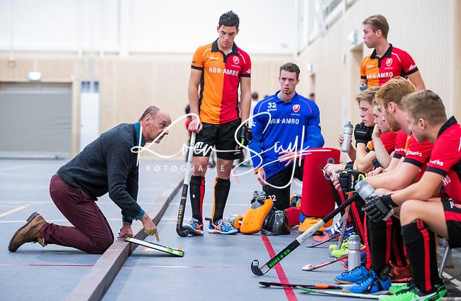 DELFT - Toon Siepman als coach voor OR,  tijdens de zaalhockey hoofdklasse competitiewedstrijd Oranje Rood-Almere . COPYRIGHT KOEN SUYK