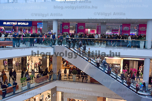Opening of the new Allee shopping centre and the Electro World store in it in Budapest, Hungary. Wednesday, 14. November 2007. ATTILA VOLGYI