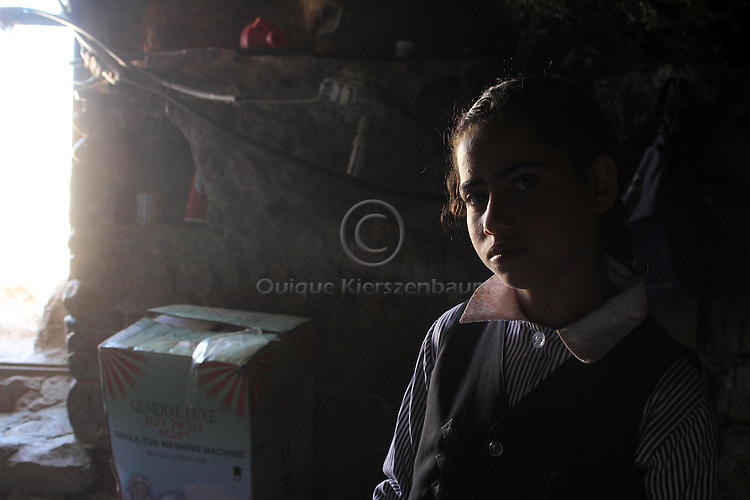 Nawal Jabarin, 12, Jinba. Photo by Quique Kierszenbaum