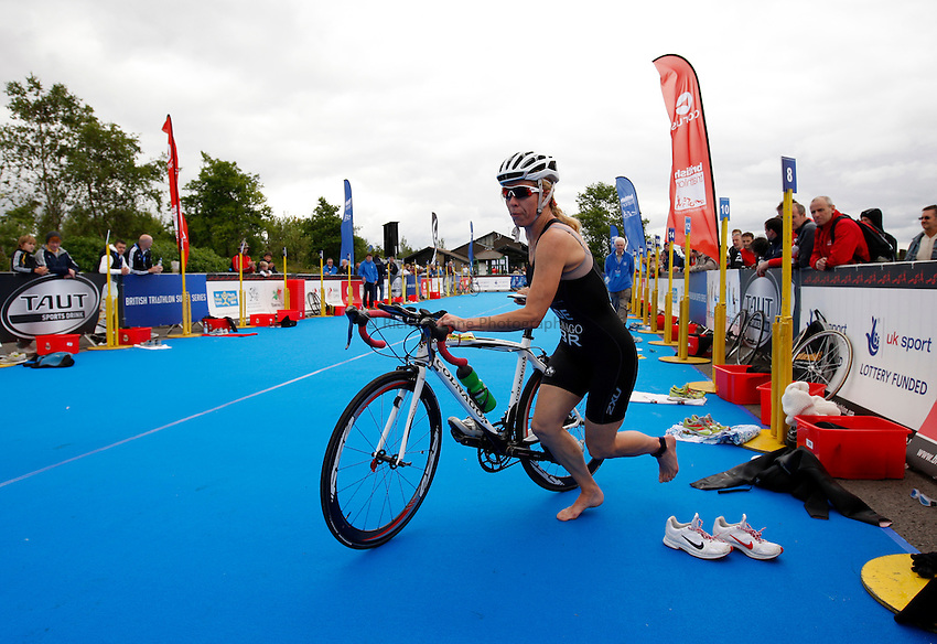 Photo: Richard Lane/Richard Lane Photography. British Triathlon Super Series, Parc Bryn Bach. 18/07/2009. .Vicki Wade goes from swimming to cycling in the transition area during in the Women's Elite Race transition area.