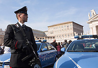 Agenti di Polizia Piazza San Pietro in occasione dell'Angelus di Papa Francesco, Citta' del Vaticano, 15 novembre 2015.<br /> Italian Police officers in St. Peter's Square on the occasion of Pope Francis' Angelus prayer, at the Vatican, 15 November 2015.<br /> UPDATE IMAGES PRESS/Riccardo De Luca<br /> <br /> STRICTLY ONLY FOR EDITORIAL USE