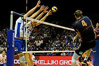 GRONINGEN - Volleybal , Lycurgus - Orion, finale playoff 3, seizoen 2018-2019, 01-05-2019 blok met Lycurgus speler Wytze Kooistra en Lycurgus speler Niels de Vries