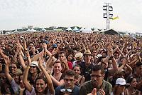 SAO PAULO, SP, 14.12.2013 - CIRCUITO BANCO DO BRASIL / PARALAMAS  DO SUCESSO - Publico acompanha a banda Paralamas do Sucesso durante apresentação no Circuito Banco do Brasil no Campo de Marte na região norte da cidade de Sao Paulo neste sábado, 14. (Foto: Vanessa Carvalho / Brazil Photo Press)