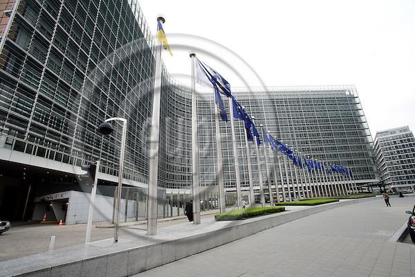 BRUSSELS - BELGIUM - 17 APRIL 2007 -- Flags in front of Berlaymont. Photo: Erik Luntang/EUP-IMAGES