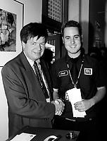 ID : pr_000830A_27<br /> RÈception pour les Gagnants du 31e Festival du Film et Video …tudiant Canadien<br />  au MAC, le 30 ao˚t 2000<br /> -Gaston Bernier (Kodak)<br /> -Seth Mendelson, Grand prix KODAK Canada pour `` What to do ``<br /> MENTION OBLIGATOIRE :  © Pierre Roussel, 2000