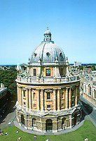 James Gibbs: Radcliffe Library (Radcliffe Camera), Oxford 1739-40. Round building with dome. Italian Baroque style. Photo '87.