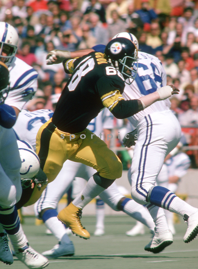 Pittsburgh Steelers L.C. Greenwood (68)  during a game against the Baltimore Colts on September 15, 1974 at Three Rivers Stadium in Pittsburgh, Pennsylvania. Pittsburgh Steelers beat the Baltimore Colts 30-0.  L.C. Greenwood played for 13 years, all with the Pittsburgh Steelers, was a 6-time Pro Bowler.(SportPics)