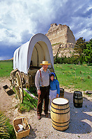 Reanactors with covered wagon, pioneers on the Oregon Trail at Scottsbluff National Monument, Nebraska, AGPix_0341.