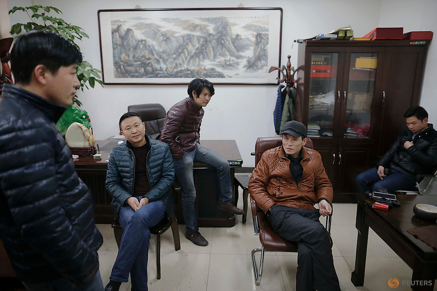 Migrant workers pass time at the offices of a subcontractor company at the construction site of Zixia Garden development complex in Qianan, Tangshan City, Hebei province, China January 28, 2016.  REUTERS/Damir Sagolj