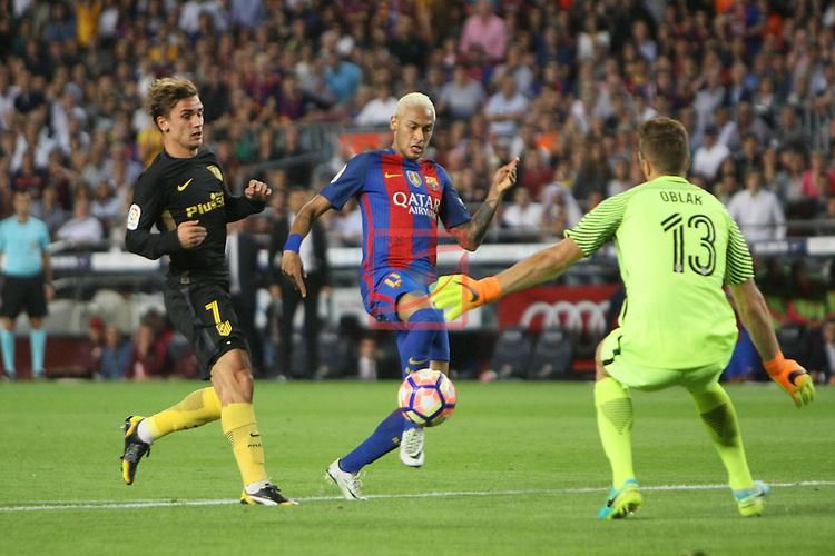 League Santander 2016/2017. Game: 5.<br /> FC Barcelona vs Atletico de Madrid: 1-1.<br /> Antoine Griezmann, Neymar &amp; Oblak.