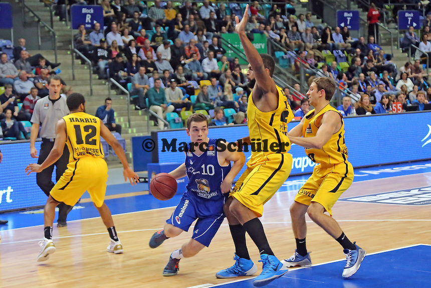Max Merz (Skyliners) gegen Gregory Echenique (Ludwigsburg) - Fraport Skyliners vs. MHP Riesen Ludwigsburg, Fraport Arena Frankfurt