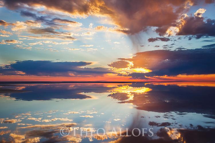 Australia, South Australia, Lake Eyre flooded