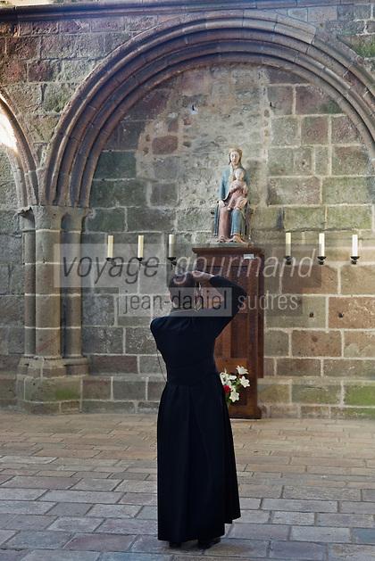 France, Manche (50), Baie du Mont-Saint-Michel, classée Patrimoine Mondial de l'UNESCO, le Mont Saint Michel, Touristes visitant l'abbaye   // France, Manche, Bay of Mont Saint Michel, listed as World Heritage by UNESCO, Mont Saint Michel, Tourists visiting the abbey