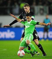 FUSSBALL   1. BUNDESLIGA    SAISON 2012/2013    13. Spieltag   VfL Wolfsburg - SV Werder Bremen                          24.11.2012 Josue (vorn, VfL Wolfsburg)  gegen Aaron Hunt (hinten, SV Werder Bremen)