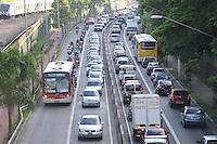 SÃO PAULO, SP - 03.02.2014 - Transito na Radial Leste proximo a Estação Guilhermina / Esperança sentido Centro..(Foto: Adriano Lima / Brazil Photo Press)