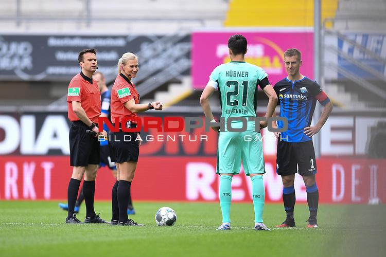 Schiedsrichterin Bibiana Steinhaus (2.v.r) bei der Platzwahl mit Benjamin Huebner (Hoffenheim) und Uwe Huenemeier (SC Paderborn, r.).<br /><br />Sport: nph000251 Fussball: 1. Bundesliga: Saison 19/20: 27. Spieltag: SC Paderborn - TSG 1899 Hoffenheim, 23.05.2020<br /><br />Foto: Edith Geuppert/GES /Pool / Rauch / nordphoto <br /><br />DFL regulations prohibit any use of photographs as image sequences and/or quasi-video.<br /><br />Editorial use only!<br /><br />National and international news-agencies out.