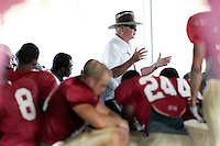TALLAHASSEE, FL. 8/18/09-FSU-BOWDEN 0818 CH01-Florida State Coach Bobby Bowden talks to his team during practice Tuesday in Tallahassee...COLIN HACKLEY PHOTO