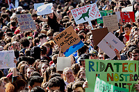 Rome March 15th 2019. Colosseo e Piazza Venezia. Fridays for Future Climate Strike in Rome, to answer the call of Greta Thunberg, the Swedish 15 year old who is cutting class to fight the climate crisis.<br /> Foto Samantha Zucchi Insidefoto
