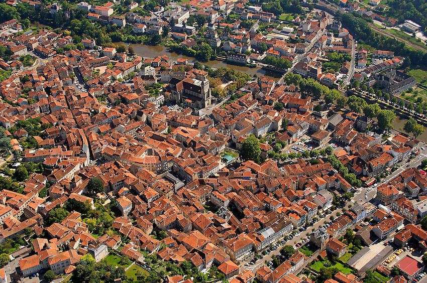 Centre ville de Figeac avec ses toits rouge