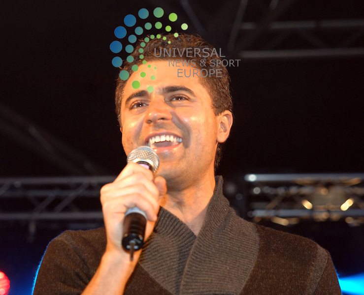 Darius Campbell went down well with the crowds at the 2010 Stirling Hogmanay Party..Zisys were event managers this year at the Stirling Castle Hogmanay Party..Picture: Paul Domanski Universal News And Sport (Europe) 31 December 2010.All pictures must be credited to www.universalnewsandsport.com. (0ffice).0844 884 51 22