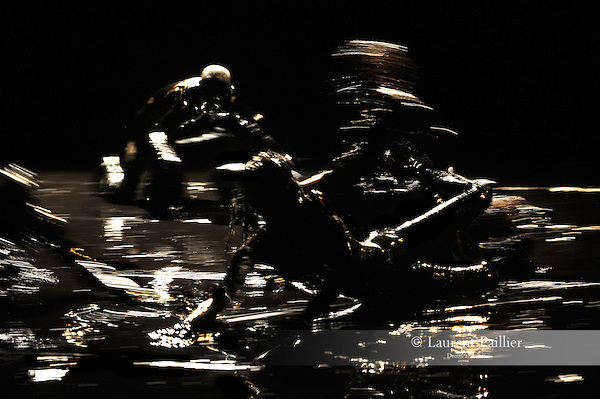 BUB<br /> <br /> Conception, création : Eric Arnal Burtschy<br /> Collaboration artistique : Lyllie Rouvière<br /> Sur le plateau : Raphaël Dupin, Ismaera, Caroline Savi, Antoine Tanguy, Cindy Villemin<br /> Création sonore : Gerome Nox<br /> Création lumière : Christian Delécluse<br /> Lieu : Théâtre de l'atelier de Paris<br /> le : 19/10/2012<br /> © Laurent Paillier / photosdedanse.com