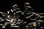 BUB<br /> <br /> Conception, cr&eacute;ation : Eric Arnal Burtschy<br /> Collaboration artistique : Lyllie Rouvi&egrave;re<br /> Sur le plateau : Rapha&euml;l Dupin, Ismaera, Caroline Savi, Antoine Tanguy, Cindy Villemin<br /> Cr&eacute;ation sonore : Gerome Nox<br /> Cr&eacute;ation lumi&egrave;re : Christian Del&eacute;cluse<br /> Lieu : Th&eacute;&acirc;tre de l'atelier de Paris<br /> le : 19/10/2012<br /> &copy; Laurent Paillier / photosdedanse.com