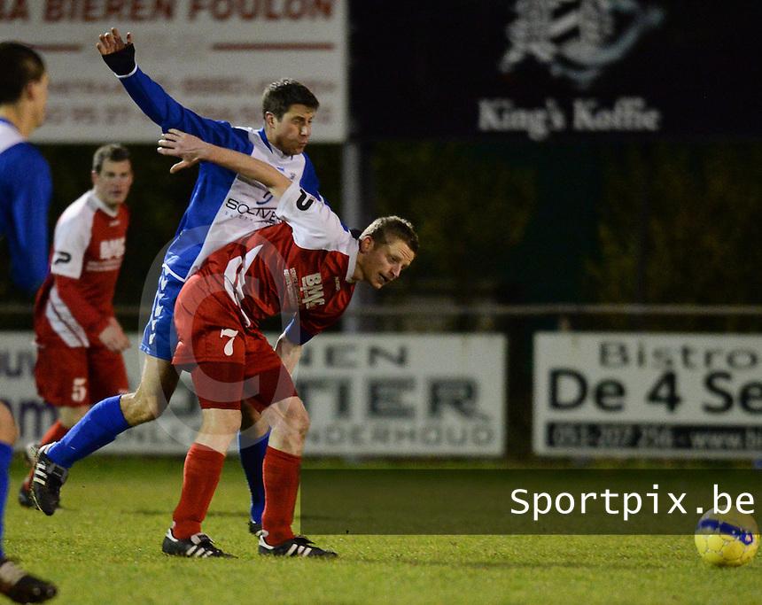 KSV Rumbeke - Zwevegem Sport : Mathieu Dosquet aan de bal voor de opzittende Dieter Scheirlinck (links)<br /> foto VDB / Bart Vandenbroucke