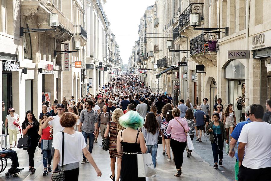 "The pedestrian street "" Sainte - Catherine "" , always crowded on Saturdays"