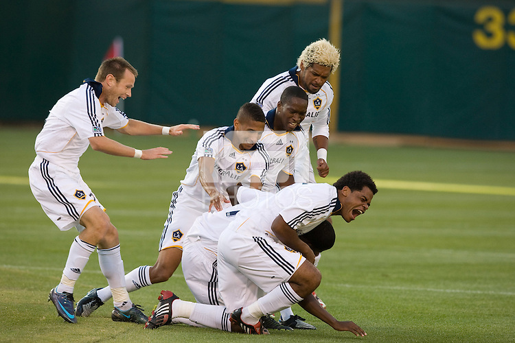 The Galaxy's Edson Buddle, right, is congratulated by teammates after scoring in the first half, San Jose Earthquakes vs Los Angeles Galaxy, Oakland, California, Saturday, June 14, 2008.