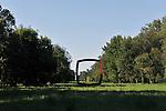 Nel parco della Reggia di Racconigi esposizione di Scultura internazionale. Scultura di Mauro Staccioli.
