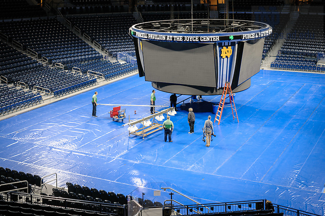 March 3, 2017; Joyce Center install the lighting truss in preparation for the 2017 Bengal Bouts finals. (Photo by Matt Cashore/University of Notre Dame)