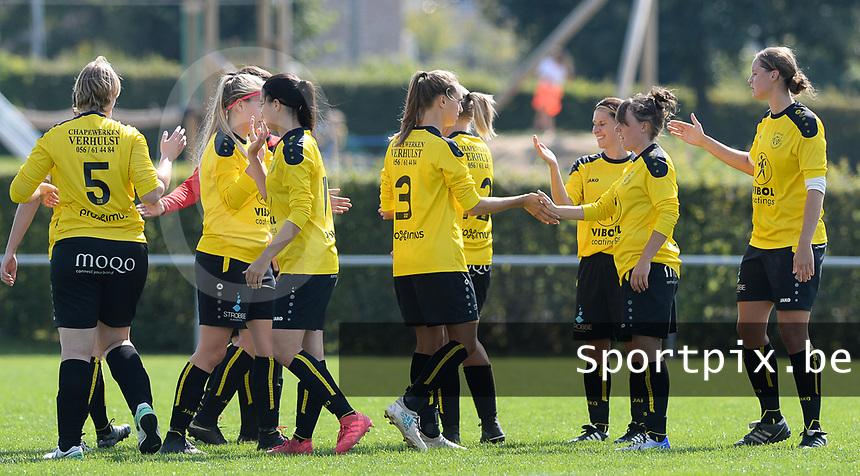 DVK Egem - Club Brugge Dames B :  dames DVK Egem met peptalk <br /> Foto David Catry   VDB   Bart Vandenbroucke