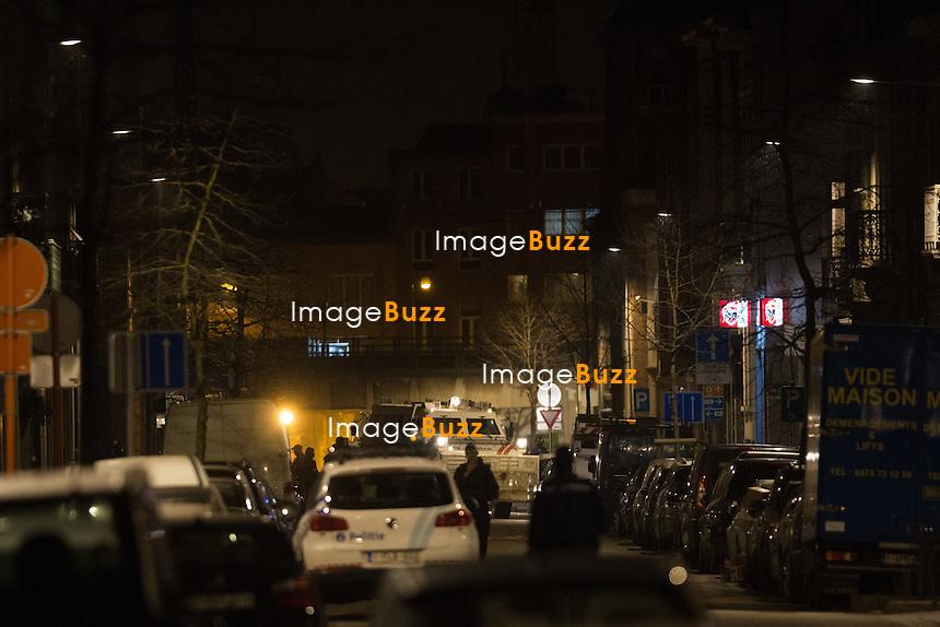 EXCLUSIF - Perquisition dans la commune de Schaerbeek - Op&eacute;ration anti-terroriste dans la commune de Schaerbeek, Jette ( r&eacute;gion bruxelloise ) et &agrave; Bruxelles,  6 personnes arr&ecirc;t&eacute;es  jeudi soir, en lien avec l'enqu&ecirc;te sur les attentats de Bruxelles, a confirm&eacute; le parquet f&eacute;d&eacute;ral. <br /> Belgique, Schaerbeek, 24 mars 2016<br /> EXCLUSIVE - Police raid in Schaerbeek -  Six people arrested in massive Brussels police raid on Thursday night.<br /> Several houses were searched in Brussels, Schaerbeek and Jette, the prosecutor said. The police raids were conducted in connection with the Brussels terror attack investigation.<br /> Belgium, Schaerbeek, 24 March 2016<br /> Pic : Police action in Schaerbeek