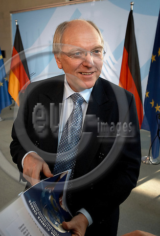 "BERLIN - GERMANY 01. DECEMBER 2006 -- Vatenfalls CEO Lars G. Joseffson became today the german chancellors advisor on climate changes. Here in Angela Merkel¥s Bundeskanzleramt with a report ""Curbing Climate Change"", with Joseffsons own word ""the long-term solutions"" on the clima situation -- PHOTO: CHRISTIAN T. JOERGENSEN / EUP & IMAGES..This image is delivered according to terms set out in ""Terms - Prices & Terms"". (Please see www.eup-images.com for more details)"
