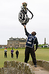 """ALFRED DUNHILL LINKS CHAMPIONSHIP 2009..""""BENSON"""", CADDY FOR JAMES KAMTE, HOLDS A FULL GOLF BAG ALOFT ABOVE THE SWILKEN BRIDGE DURING  SECOND ROUND AT THE OLD COURSE, ST.ANDREWS..2-10-09 PIC BY IAN MCILGORM"""