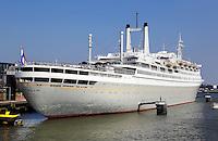 Cruiseschip de SS Rotterdam in Rotterdam