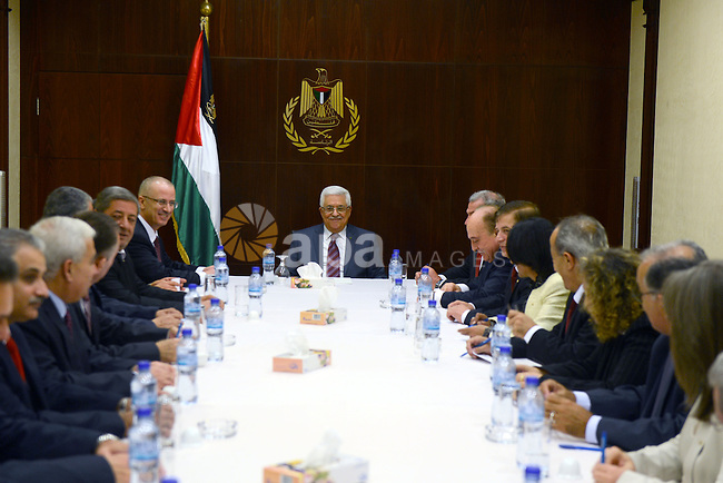 Palestinian President Mahmoud Abbas meets with the new Palestinian government, at abbas's headquarter in the West bank City of Ramallah, Sept. 19, 2013. Photo by Thaer Ganaim