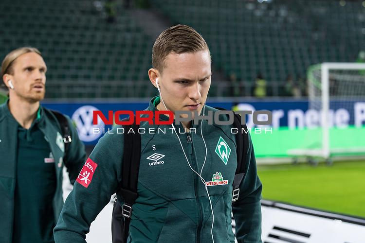 01.12.2019, Volkswagen Arena, Wolfsburg, GER, 1.FBL, VfL Wolfsburg vs SV Werder Bremen<br /> <br /> DFL REGULATIONS PROHIBIT ANY USE OF PHOTOGRAPHS AS IMAGE SEQUENCES AND/OR QUASI-VIDEO.<br /> <br /> im Bild / picture shows<br /> Ludwig Augustinsson (Werder Bremen #05) <br /> bei Ankunft im Stadion, <br /> <br /> Foto © nordphoto / Ewert