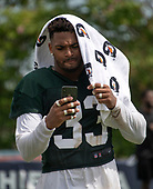 New York Jets defensive back Jamal Adams (33) uses a towel to shield himself from the sun as he looks at his iPhone following a joint training camp practice with the Washington Redskins at the Washington Redskins Bon Secours Training Facility in Richmond, Virginia on Tuesday, August 14, 2018.<br /> Credit: Ron Sachs / CNP<br /> (RESTRICTION: NO New York or New Jersey Newspapers or newspapers within a 75 mile radius of New York City)