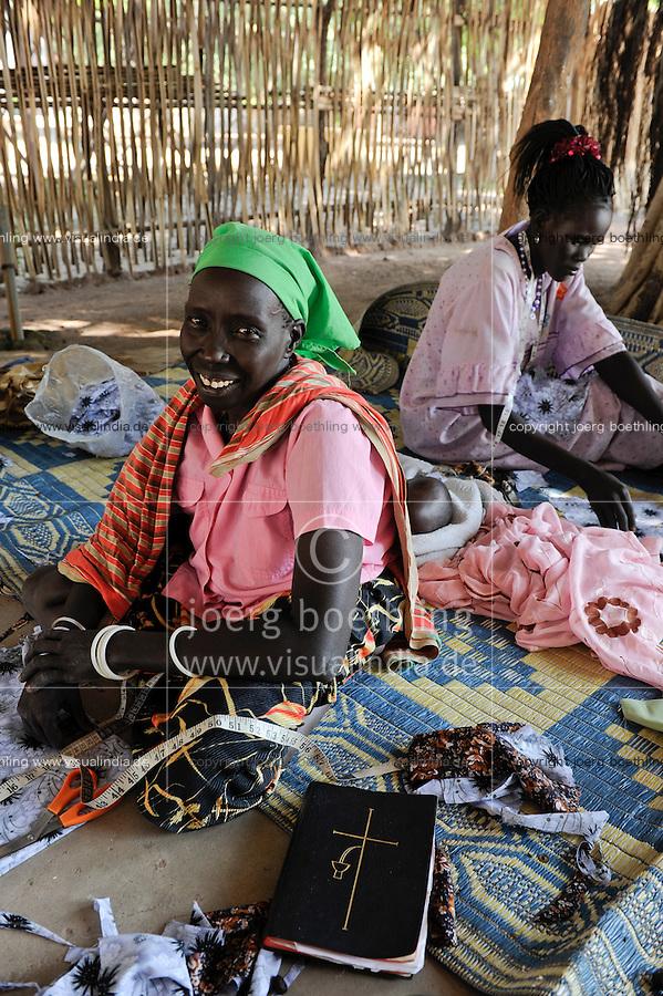 SUED-SUDAN  Bahr el Ghazal region , Lakes State, Rumbek, katholische Kirche, Zentrum fuer Kriegswitwen, Rose Nyidir /Africa SOUTH SUDAN  Bahr al Ghazal region , Lakes State, town Rumbek , catholic church, women group for war widows