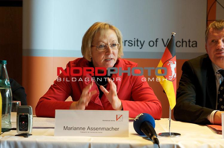 UNiversit&auml;t Vechta - Die Landesrregierung hat auf Vorschlag von Minister Stratmann der Namens&auml;nderung sowie einer entsprechenden &Auml;nderung des Nieders&auml;chsichen Hochshculgesetzes zugestimmt.<br /> <br /> Foto: Marianne Asenmacher  - Pr&auml;sidentin der UNi Vechta<br /> <br /> Foto: &copy; nph ( nordphoto )