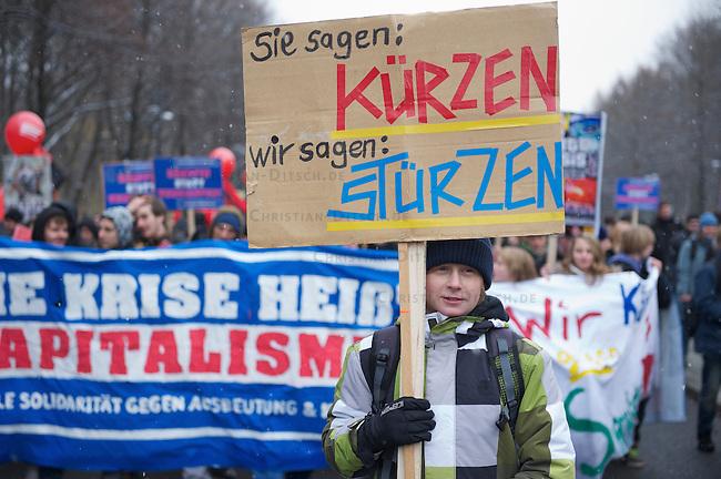 Demonstration gegen Sparpaket<br />4.000 bis 5.000 Menschen demonstrierten am Freitag den 26. November 2010 in Berlin gegen das Sparpaket der CDU-FDP-Regierung. Eine Demonstration an der Bannmeile um den Reichstag war aus Sicherheitsgründen verboten worden. Mehere Kilometer entfernt von Reichstag versuchten Menschen im Tiergarten an den Polizeisperren vorbei in Richtung Bannmeile zu kommen. Die Polizei nahm mehrere Personen fest. <br />26.11.2010, Berlin<br />Copyright: Christian-Ditsch.de<br />[Inhaltsveraendernde Manipulation des Fotos nur nach ausdruecklicher Genehmigung des Fotografen. Vereinbarungen ueber Abtretung von Persoenlichkeitsrechten/Model Release der abgebildeten Person/Personen liegen nicht vor. NO MODEL RELEASE! Don't publish without copyright Christian-Ditsch.de, Veroeffentlichung nur mit Fotografennennung, sowie gegen Honorar, MwSt. und Beleg. Konto: I N G - D i B a, IBAN DE58500105175400192269, BIC INGDDEFFXXX, Kontakt: post@christian-ditsch.de Urhebervermerk wird gemaess Paragraph 13 UHG verlangt.]