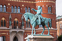 Equestrian statue with Magnus Gustafsson Stenbock on the Hamntorget Harbour Square, heroic early 18th century military figure, defender of the Swedish province of Scania against invading Danes. Background: the Rådhuset City Hall Helsingborg, Skane, Scania. Sweden, Europe.